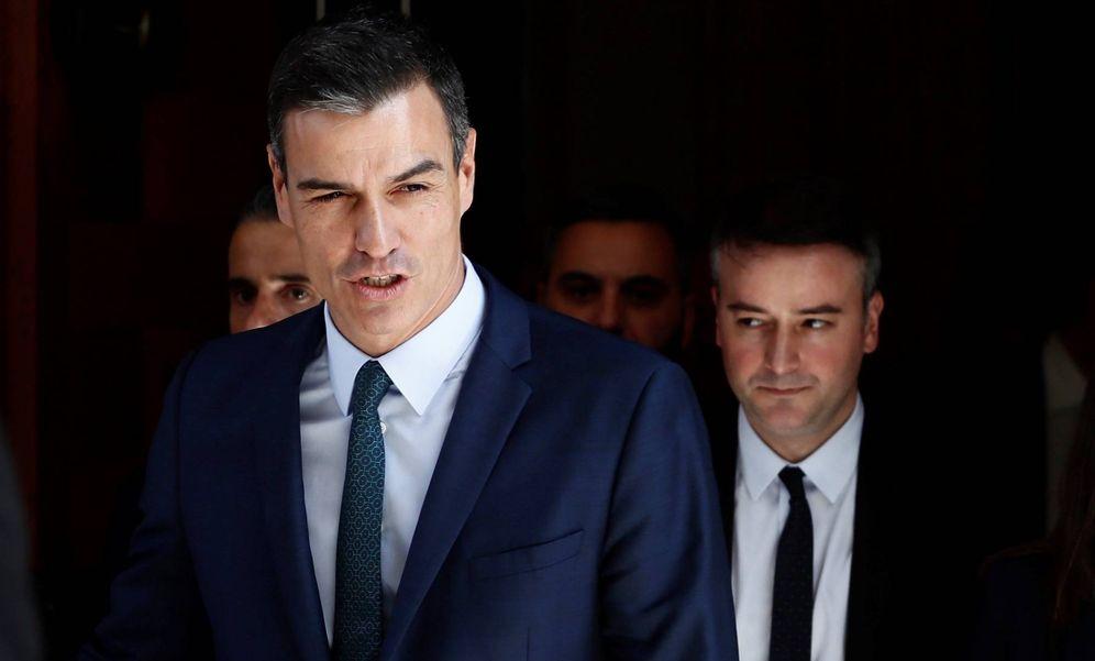 Foto: Pedro Sánchez, seguido de su director de Gabinete, Iván Redondo, el pasado 25 de julio en el Congreso. (EFE)