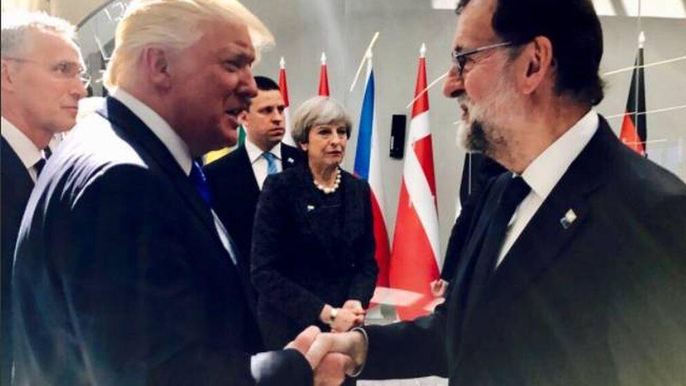 Primer saludo entre Mariano Rajoy y Donald Trump en la cumbre de la OTAN
