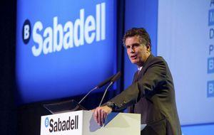 Moody's ignora la ampliación de capital de Sabadell y rebaja su rating