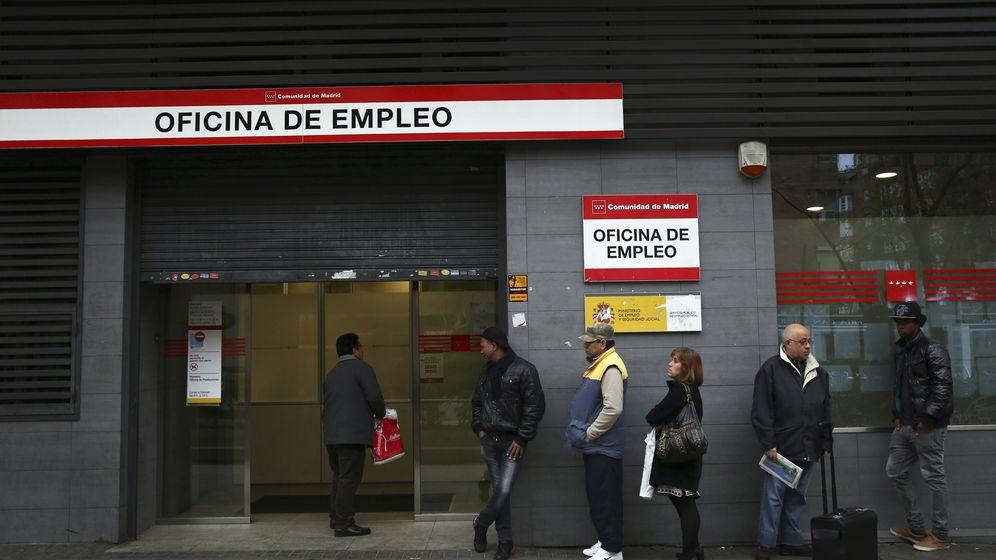 Foto: Fila en una oficina de empleo de Madrid (Reuters)
