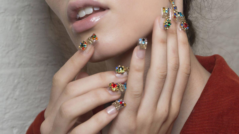 La manicura acrílica es ideal para lucir diseños más elaborados. (Imaxtree)