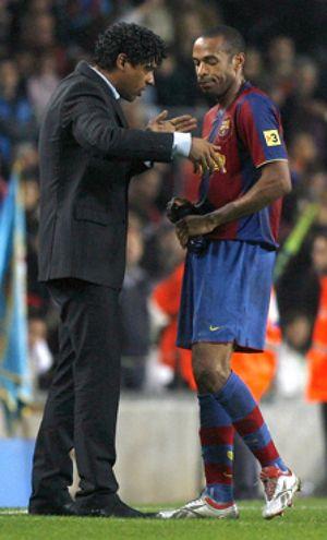 Rijkaard pierde a Henry y a Abidal para el partido en Valladolid