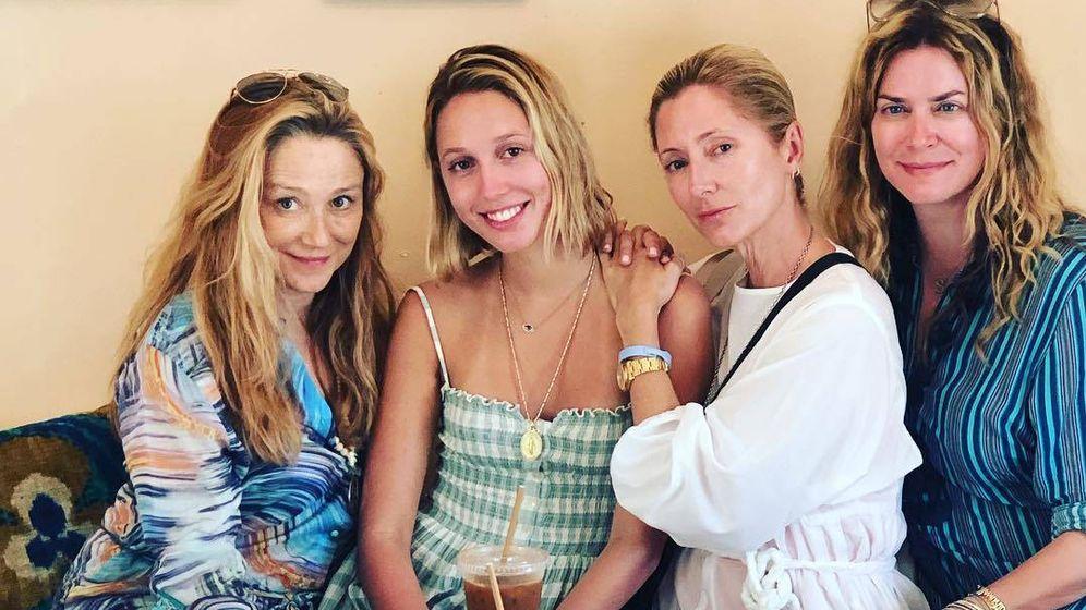 Foto: Caroline Berthet, Olympia de Grecia, Marie-Chantal Miller y Gigi Howard. (Instagram)