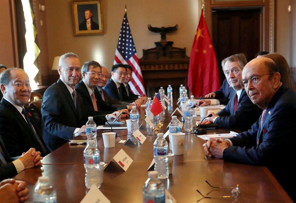 Foto: Las delegaciones de EEUU y China durante el inicio de las conversaciones en la Casa Blanca. (Reuters)