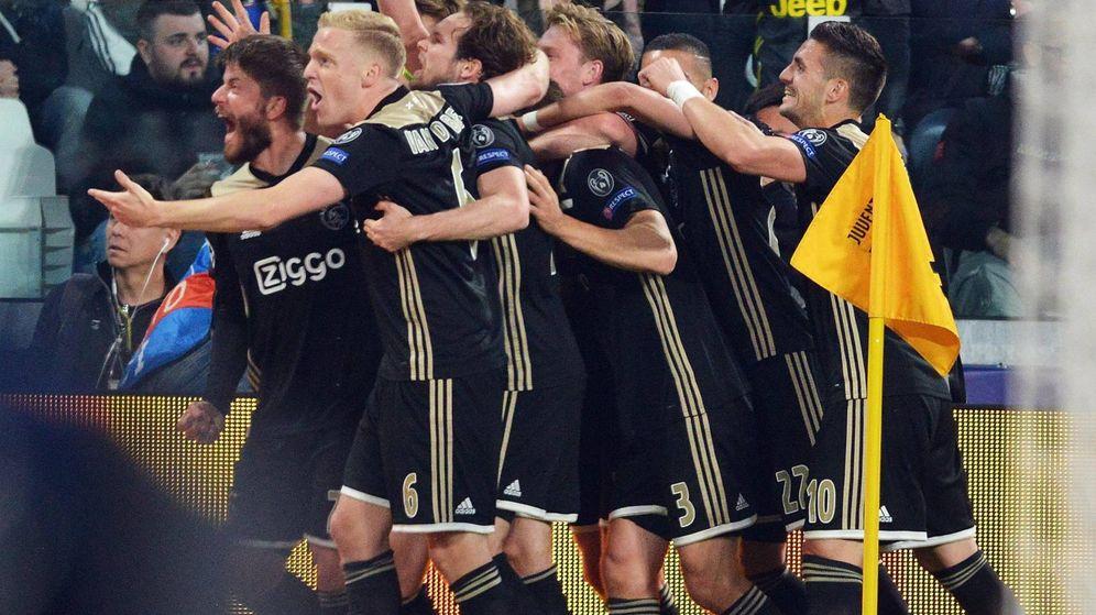 Foto: Los jugadores del Ajax celebran su segundo gol a la Juventus. (EFE)