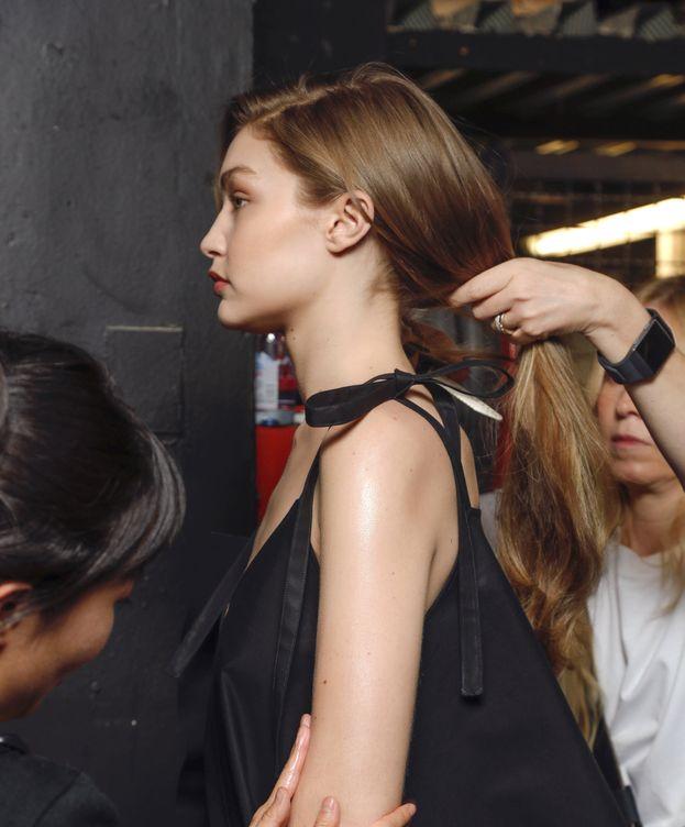 Foto: Cómo elegir el cepillo de pelo. (Imaxtree)