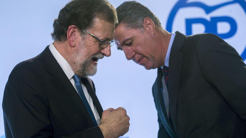 Foto: El presidente del Gobierno, Mariano Rajoy (i), junto al líder del PPC, Xavier García Albiol. (EFE)
