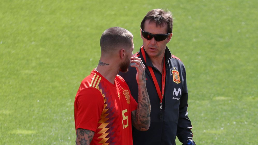 Foto: Lopetegui conversando con el central madridista Sergio Ramos. (Reuters)