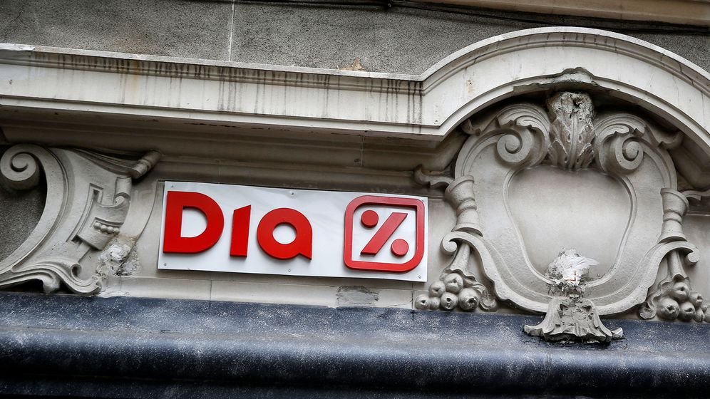 Foto: El logo de DIA en Madrid. (Reuters)