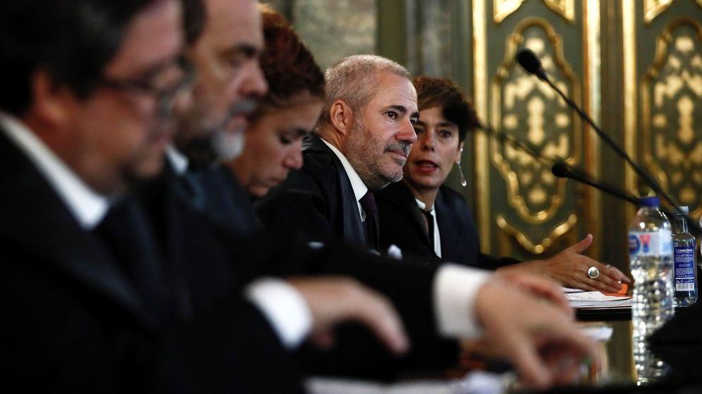 Foto: Los abogados de los acusados de Alsasua, durante la vista pública celebrada este miércoles en el Tribunal Supremo. (EFE)