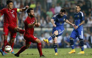 A Messi le bastan 30 minutos para hacer un doblete y devolver la sonrisa a Argentina