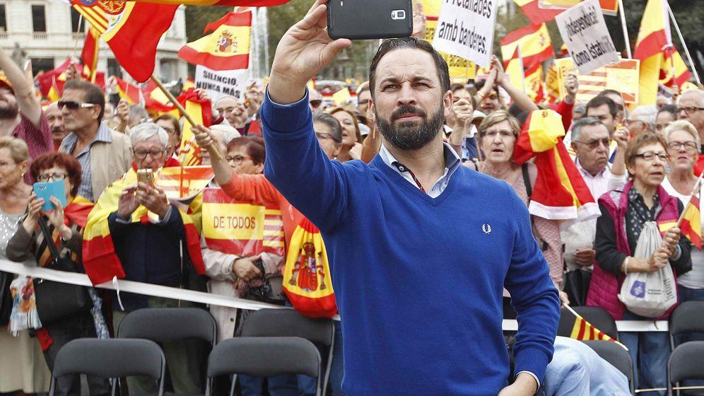 Foto: Santiago Abascal, líder de Vox, en la manifestación 'España en el corazón'. (EFE)