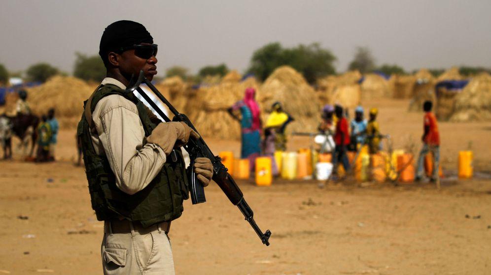 Foto: Un soldado del ejército de Nigeria hace guardia en Diffa. (Reuters)