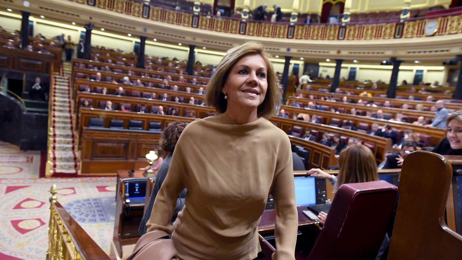 Foto: La ex secretaria general del PP María Dolores de Cospedal a su llegada al hemiciclo. (EFE)