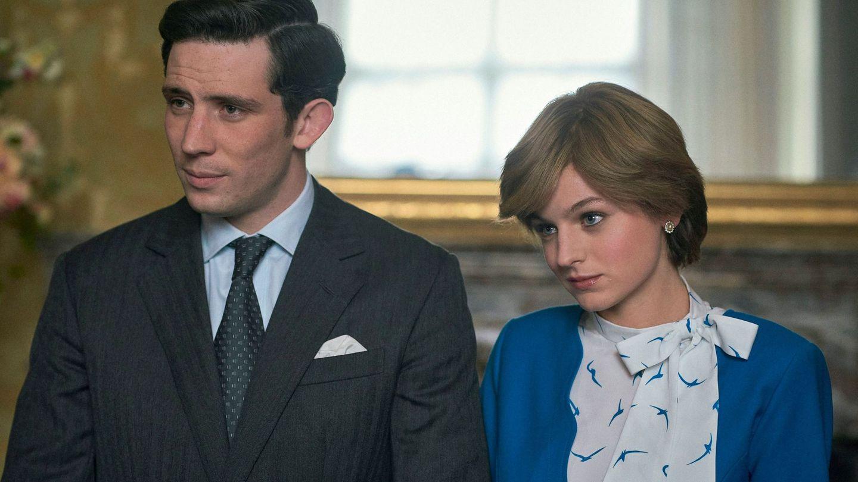 El actor Josh O'Connor, en el papel del príncipe Carlos, y Emma Corrin, como la princesa Diana. (EFE)