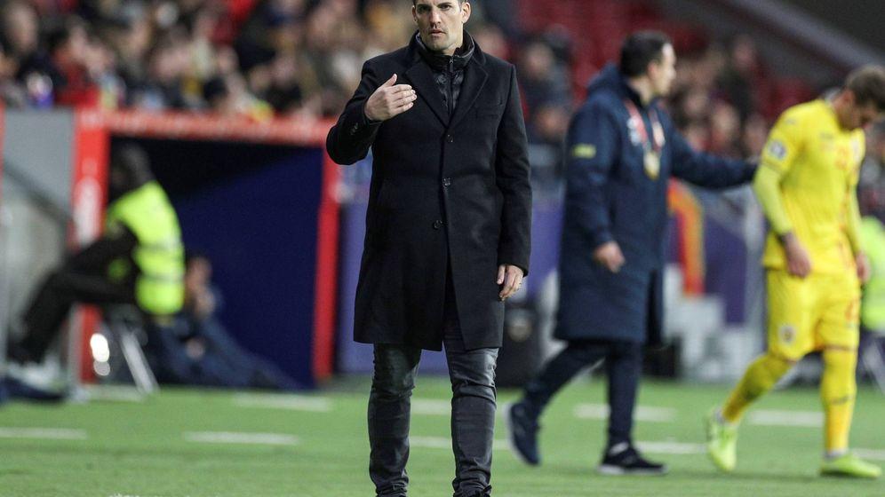 Foto: Robert Moreno, durante el encuentro que enfrentó a España con Rumanía en el Metropolitano. (EFE)