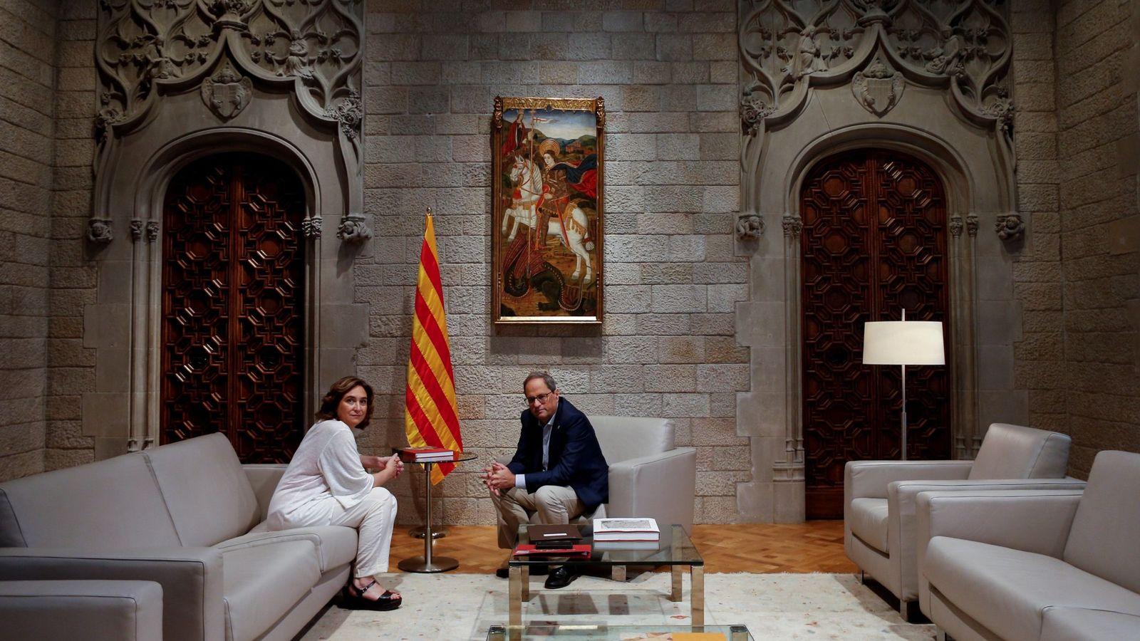Foto: Ada Colau y Quim Torra, en un encuentro en el Palau de la Generalitat. (EFE)