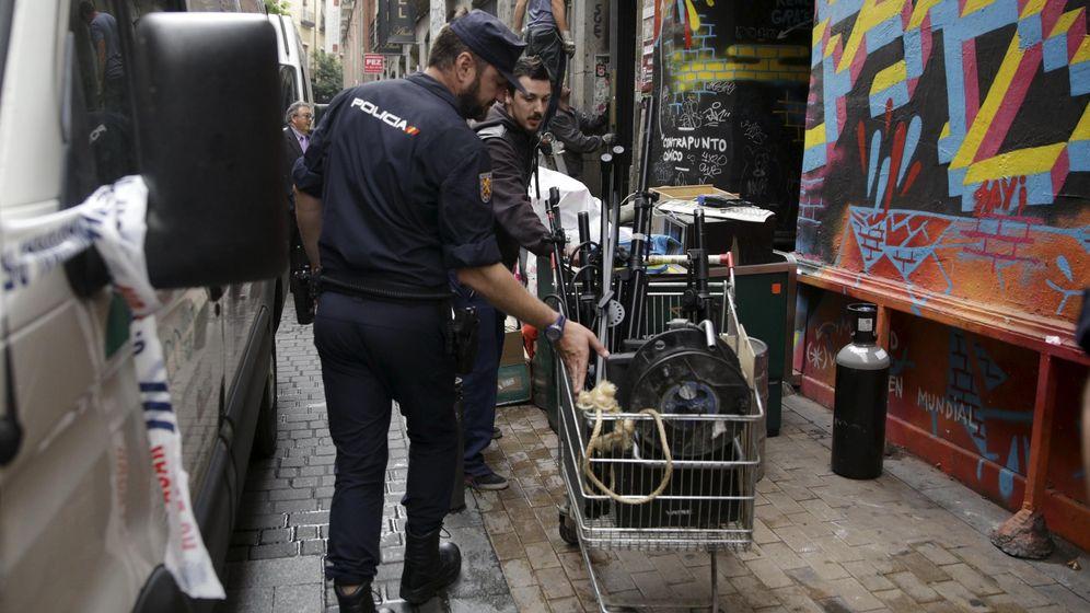 Foto: La Policía desalojaba en junio de 2014 el Patio Maravillas en Madrid. (Reuters)
