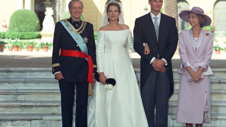 Imagen de la boda de la infanta Cristina, cuyo vestido diseñó Caprile, e Iñaki Urdangarin. (EFE)