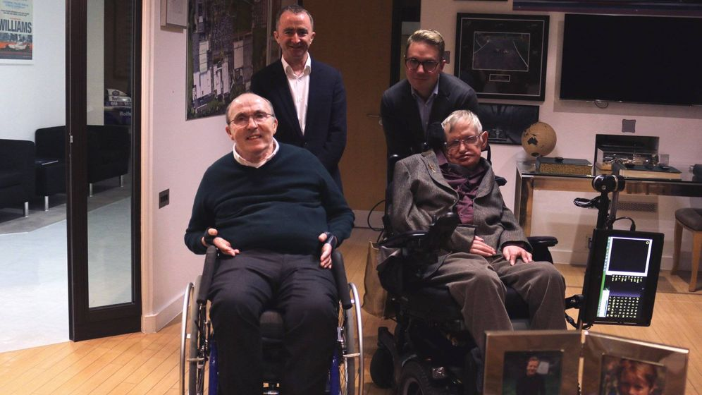 Foto: Frank Williams junto a Stephen Hawking en Grove. (Foto: Twitter de @WilliamsRacing)