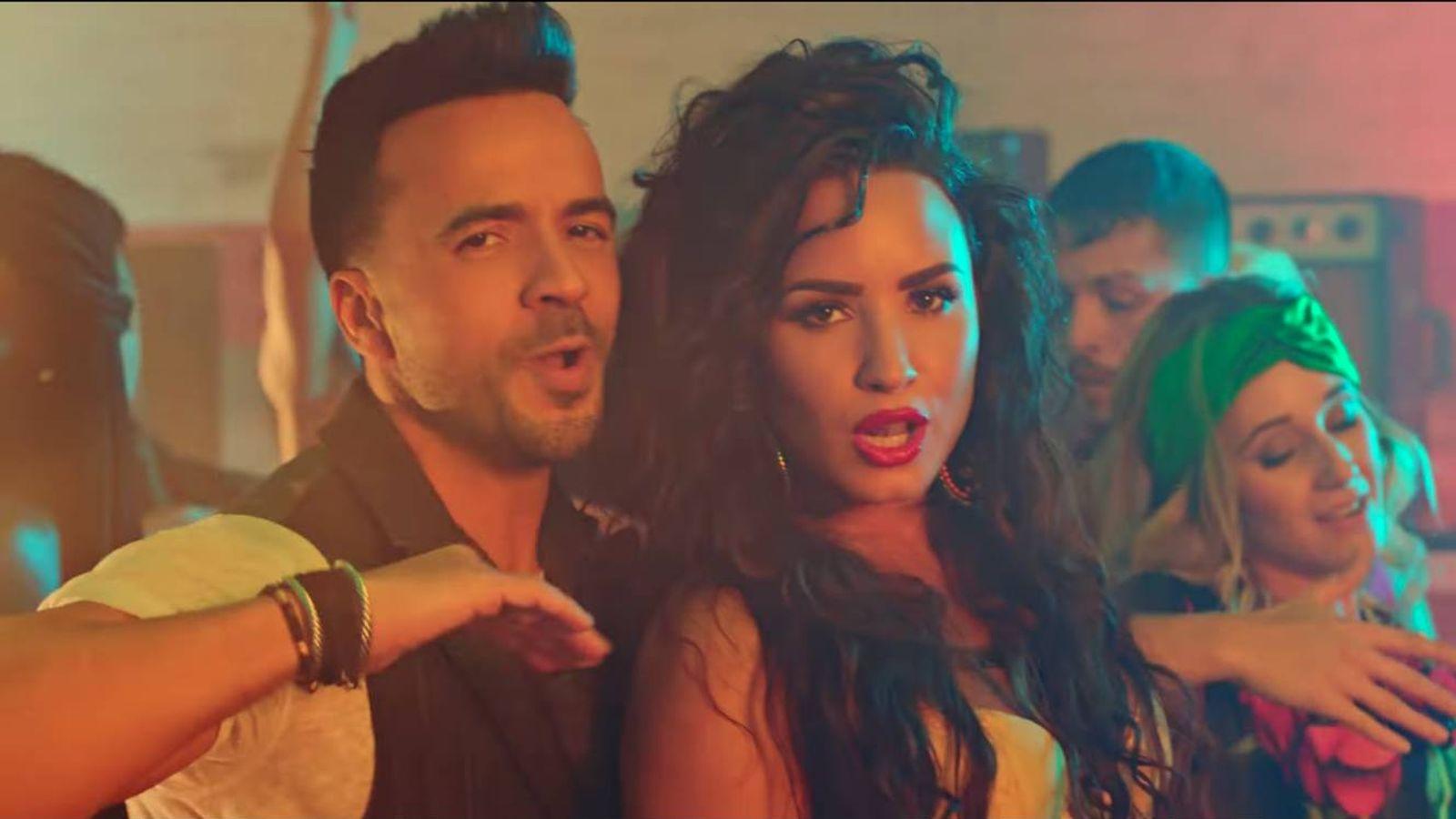 Foto: Luis Fonsi y Demi Lovato en una imagen del videoclip de 'Échame la culpa'.