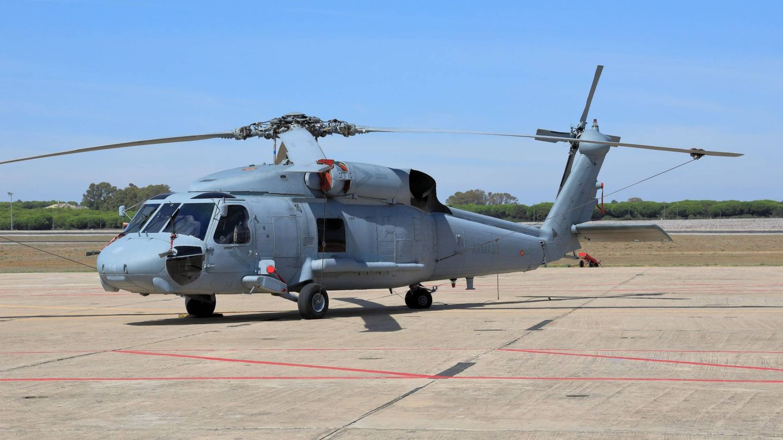 Imagen del primer MH-60F de transporte en la plataforma de la Base de Rota (Juanjo Fernández)