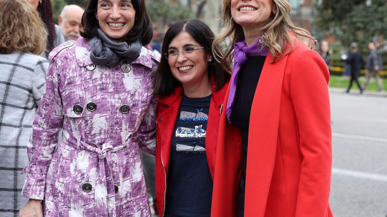 Begoña Gómez posa sonriente junto a la ministra Carolina Darias y la presidenta del Senado, Pilar Llop. (EFE)