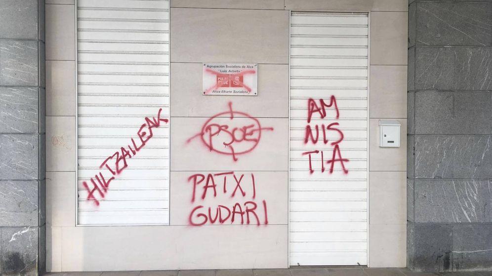 Foto: Pintadas en la sede del PSE-EE de Altza. (PSE-EE)
