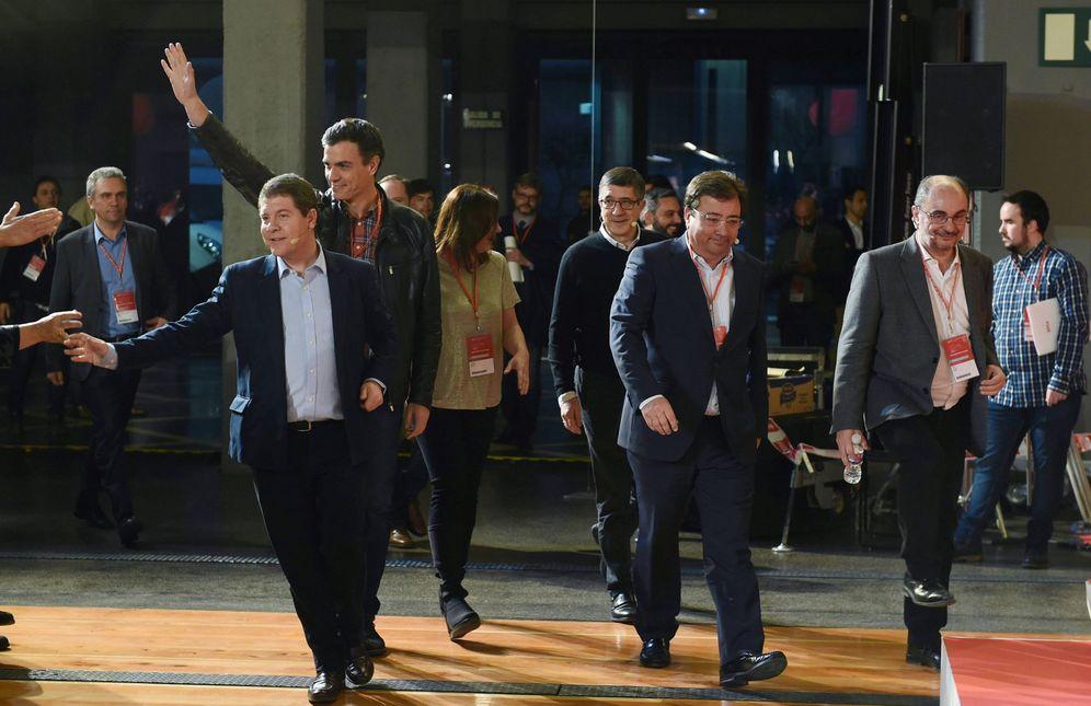 Foto: Pedro Sánchez, con Emiliano García-Page, Guillermo Fernández Vara, Francina Armengol, Javier Lambán y Patxi López, este 17 de marzo en La N@ve. (EFE)
