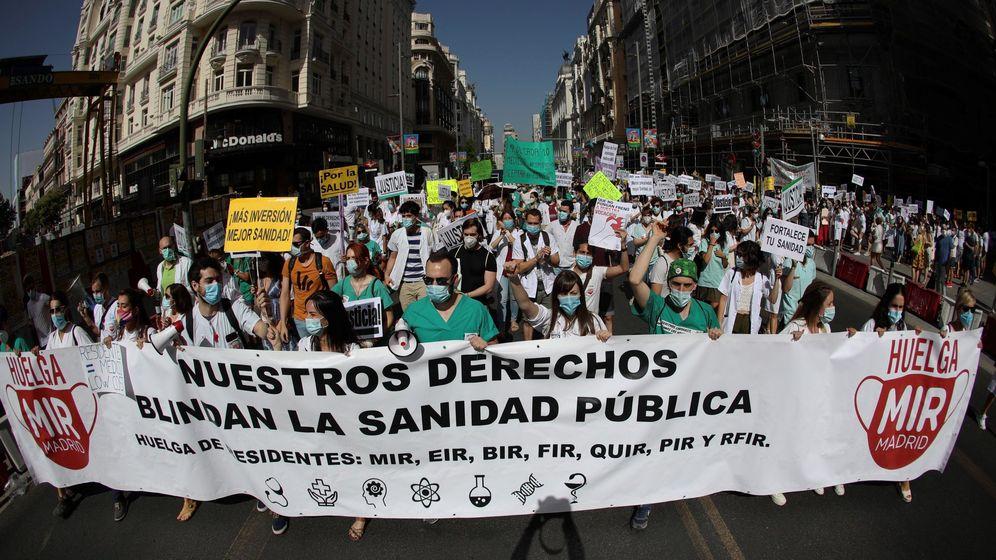Foto: Imagen de la manifestación de los MIR en Madrid el pasado mes de julio. (EFE)
