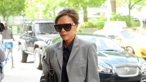 Victoria Beckham y su look cool para trabajar (lo copiamos por 160 euros, abrigo incluido)