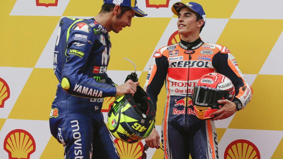 Foto: Valentino Rossi (i) y Marc Márquez en el Gran Premio de Malasia 2018. (EFE)