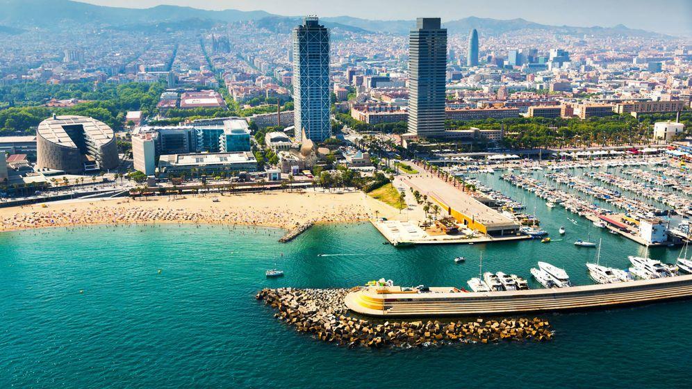 Foto: Vista aérea de Barcelona desde el puerto. (iStock)