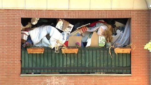 Preocupación en Pamplona por la montaña de basura de un vecino en su balcón