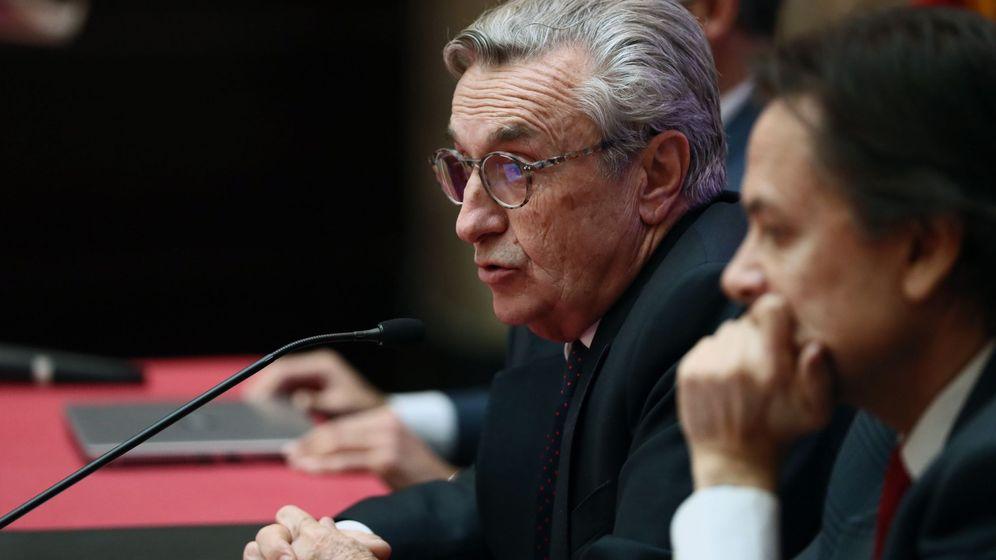 Foto: Los presidentes de la Comisión Nacional de los Mercados y la Competencia (CNMC), José María Marín Quemada (c), y de Transparencia Internacional España, Jesús Lizcano (d). (EFE)