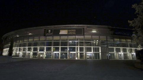 Los vigilantes de seguridad apagan un incendio en el Madrid Arena