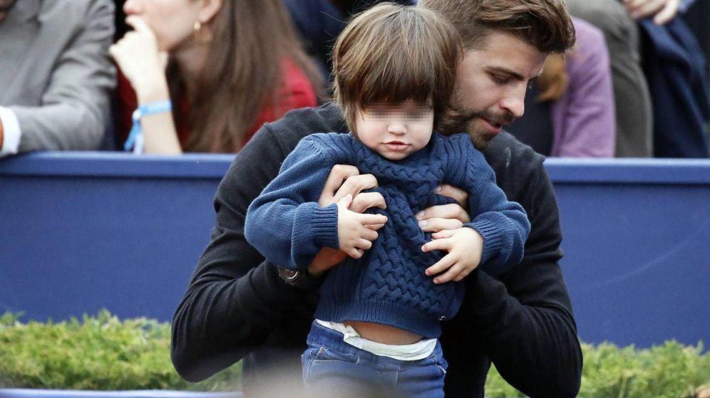 Foto: Piqué con su hijo Milan en el Godó. (Cordon)