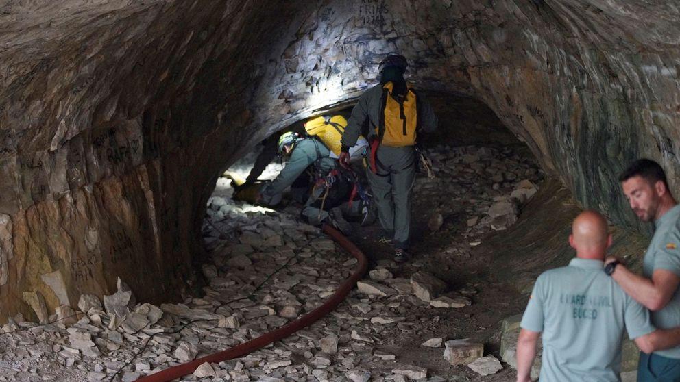Rescatan a un alemán en una cueva en Mijas tras dos días sin comer ni beber
