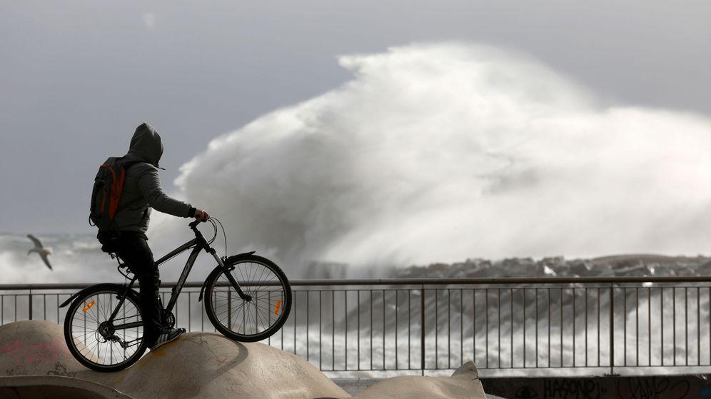 Foto: Efectos del temporal Gloria en Barcelona. (EFE)