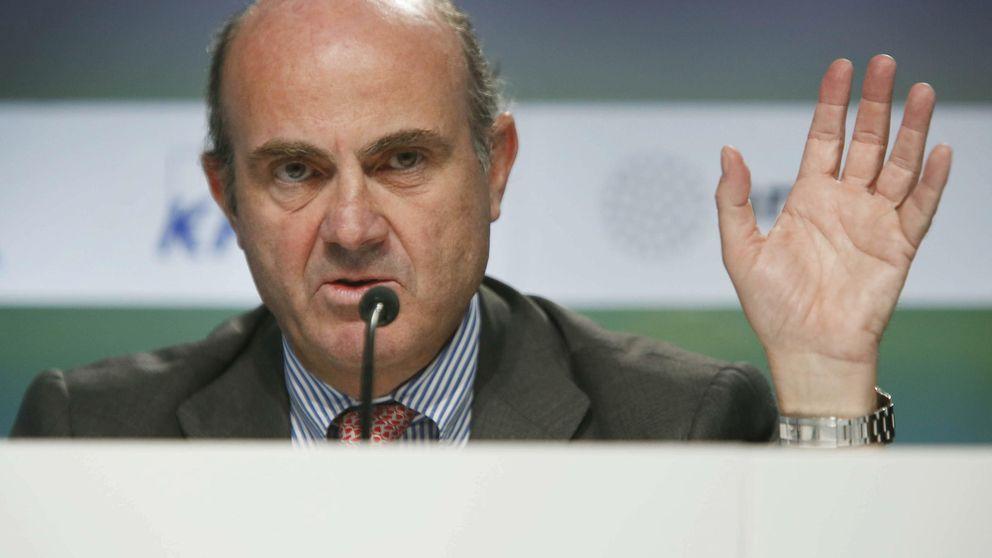 Guindos dice que el Gobierno escucha al FMI, pero que tiene su propia hoja de ruta