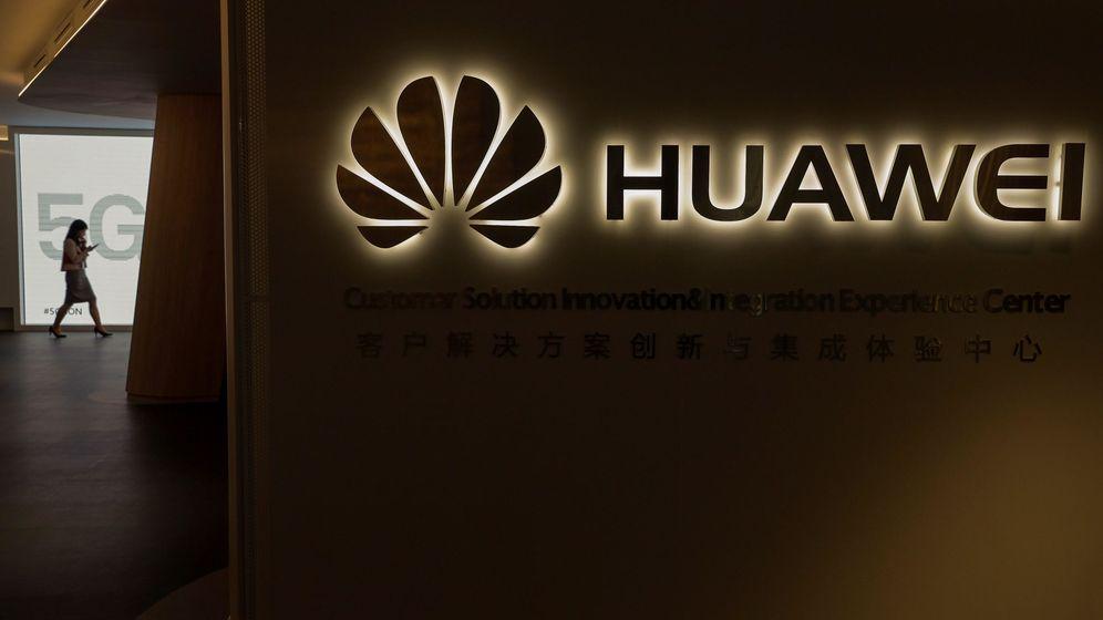 Foto: Logo de Huawei durante un evento tecnológico en Madrid. (EFE)