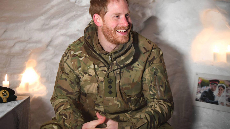El príncipe Harry, durante una visita a tropas militares en el Círculo Polar Ártico. (Getty)