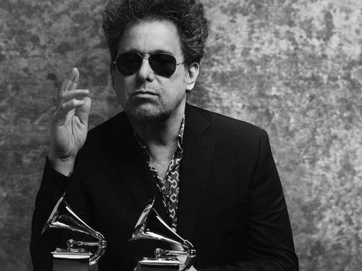 Foto: Andrés Calamaro, con sus Grammy. (Instagram @a_calamaro)