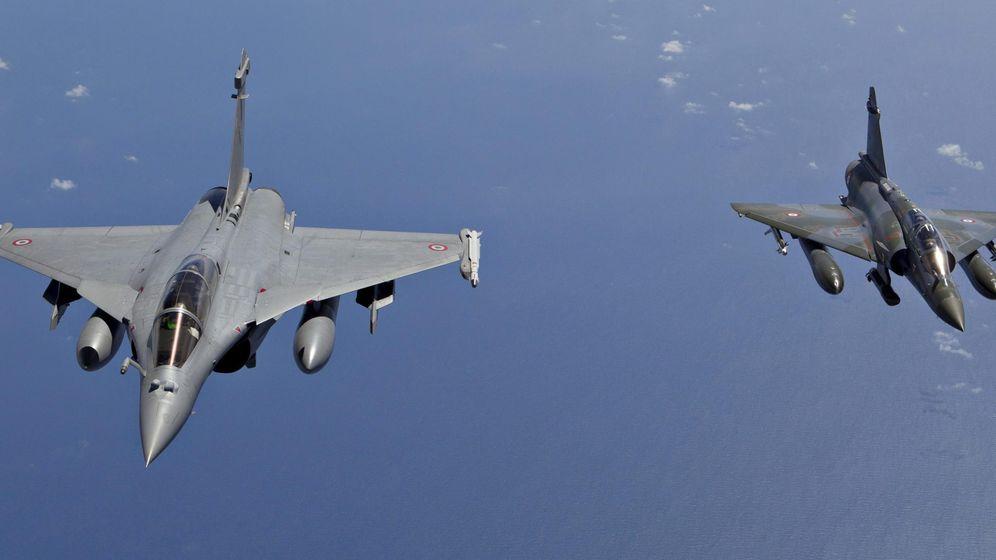 Foto: Foto de archivo de un Mirage200D y un Rafale de combate emitida por el Ministerio de Defensa francés. (EFE)