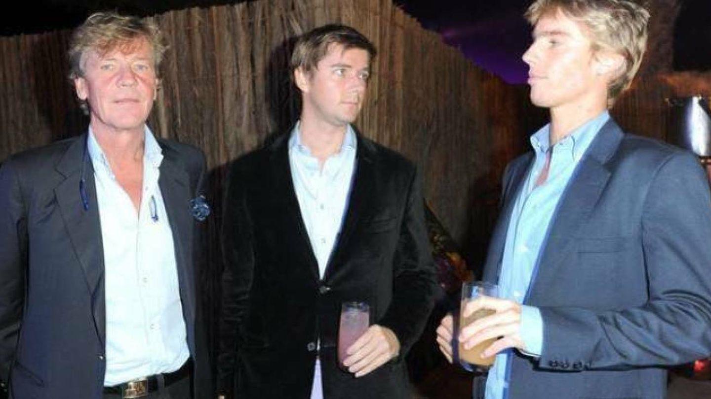 Ernesto con sus dos hijos. (Gtres)