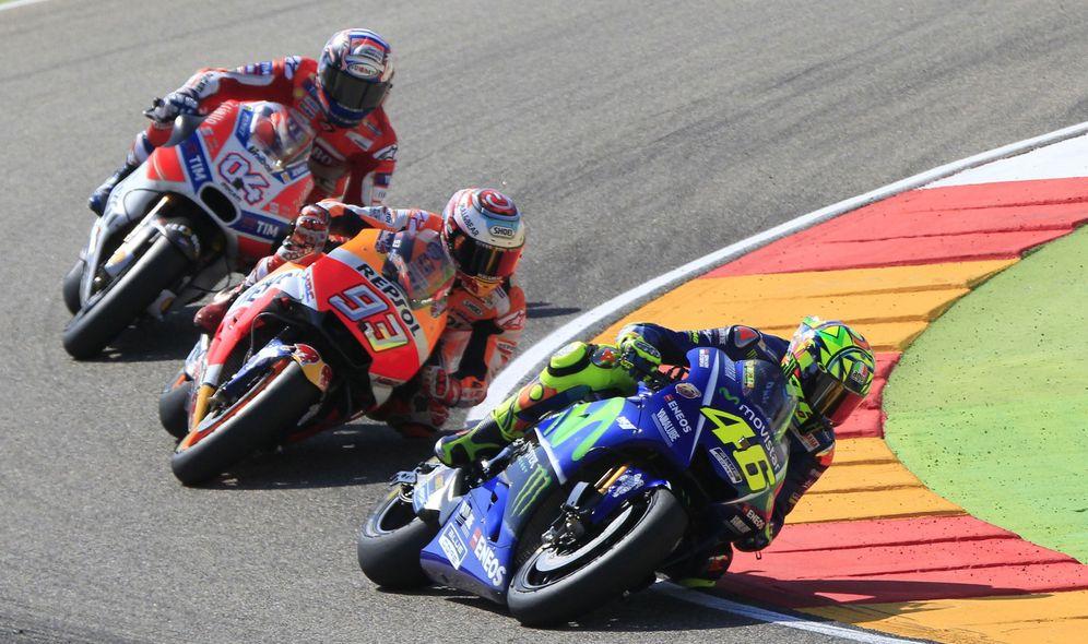Foto: Yamaha, Honda y Ducati se acusan mutuamente de saltarse el reglamento. (EFE)