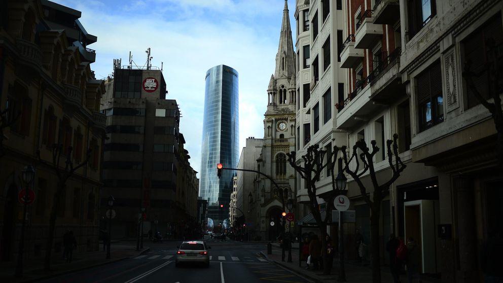Iberdrola se juega 420 millones anuales con los recortes planteados por PSOE y Podemos