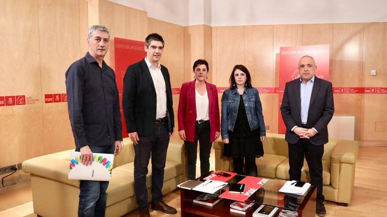 Bildu pide al PSOE revisar la política de prisiones, plurinacionalidad y referéndum