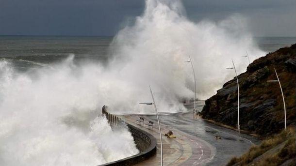 Foto: Fuerte oleaje en la costa cantábrica (Foto: Ministerio Interior)