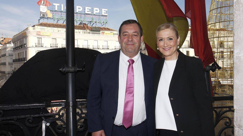 Mario de la Fuente, en una foto de archivo con la expresidenta regional Cristina Cifuentes.